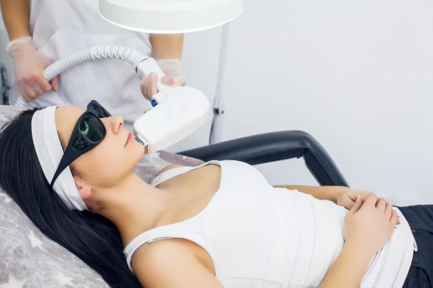 Zabiegi laserowe i terapia fotodynamiczna